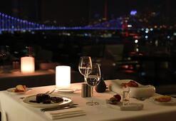 270 derece manzaralı Sevgililer Günü yemeği