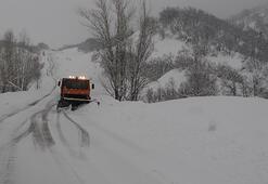 Tuncelide 200 köy yolu kardan kapandı