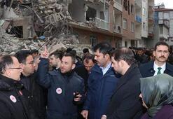 Bakan Albayrak ve Bakan Kurum, deprem bölgesinde incelemede bulundu