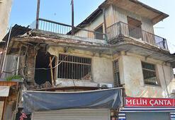Adanada duvarı çöken binanın yıkılma tehlikesi var