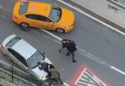 Son dakika haberleri: Merterde trafikteki yumruk yumruğa kavga kamerada