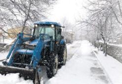 Ege'de gün boyu kar mücadelesi
