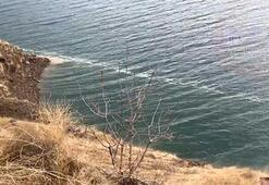 Depremin yüzey kırığının izi, Karakaya Baraj Gölünde görüldü