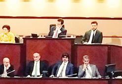 İBB Meclisinde küfür krizi İmamoğluna kayak nasıldı diye sorunca...