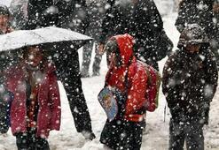 Eğitime kar engeli Okullar tatil edildi