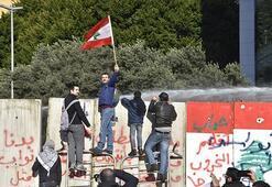 Protestoların gölgesinde ... Yeni hükümet güvenoyu aldı