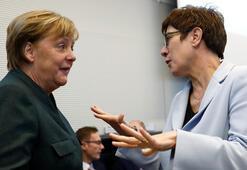 Merkel'in partisinde büyük kriz