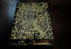 Mersinde 4 bin yıllık büyü kitabı ele geçirildi