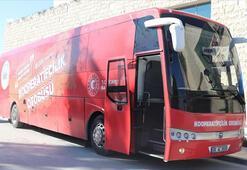 Kırmızı otobüs kooperatifçiliği anlatmak için yollarda