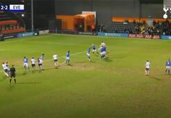Tottenhamın kadın futbolcusu Emma Mitchellden harika gol