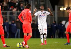 8 gollü maçta PSG, Amiens ile berabere kaldı