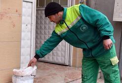 Çöp diye aldığı poşetten 119 bin lira çıktı