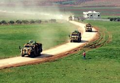 Komandolar ilerlerken vatandaşlar Fetih Suresini okudu