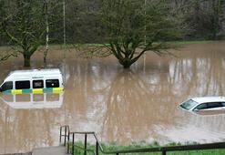 Dennis fırtınası İngiltere ve Gallerde su baskınlarına yol açtı