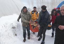 Doğum sancıları tutan kadın, 5 saatlik karla mücadele sonunda hastaneye ulaştırıldı