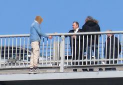 Köprüde intihar girişiminde bulunan kişiyi eski bakan Eroğlu ikna etti
