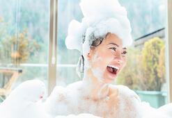 Güzel bir cilde sahip olmak için nasıl duş alınır