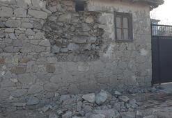 Manisada depremden korkanlar geceyi çadırda geçirdi