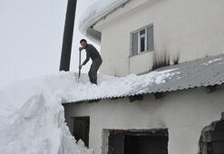 Çatıdaki karları temizlerken aşağı düşmüştü... O anları anlattı