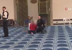 İngilterede camide bıçaklı saldırı