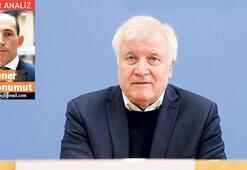 Almanya'da Seehofer tartışması büyüyor