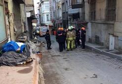 İstanbulda metruk binada çökme Sokak yaya ve araç trafiğine kapatıldı