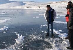 Aygır Gölünde buz tabakasının kırılma sesleri ürkütüyor