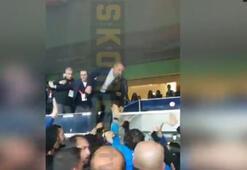 Fenerbahçe Başkanı Ali Koç tribünden atladı İstifa tezahüratı...