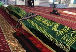 Depremde hayatını kaybedenlerin cenazeleri camiye getirildi