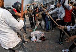 Son dakika... Trump gitti, Hindistan karıştı Sokak çatışmalarında ölü ve yaralılar var