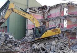 Elazığ'da 2 okulun daha yıkımına başlandı