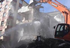 İstanbulda ağır hasarlı 3 bina daha yıkıldı