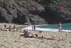 Alanyada tatilcilerin deniz keyfi
