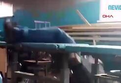 Derse alkollü giren öğretmen masadan düştü, uyuya kaldı