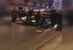 Kucağında bebek olan kadının üzerine otomobil sürdü