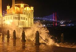 İstanbulda beklenen lodos gece saatlerinde etkisini gösterdi