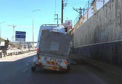 Minibüsün çektiği tek tekerlekli römorkla trafikte ilerledi