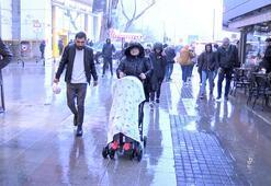 İstanbulda şimşekler geceyi aydınlattı