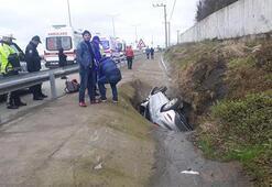 Otomobil su kanalına uçtu: Yaralılar var