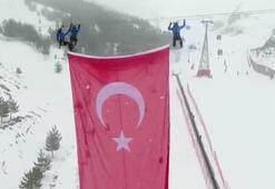 Palandökenin zirvesine dev Türk bayrağı çektiler