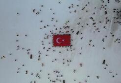 İdlib şehitleri Erciyeste Türk bayraklarıyla yapılan kayakla anıldı