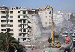 İzmirdeki yatık binalarda ilk yıkım başladı