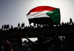Sudan'da kamu çalışanlarının maaşlarına yüzde 100 zam