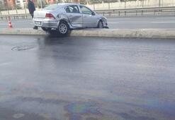 Direksiyon hakimiyetini kaybeden sürücü park halindeki iki araca çarptı