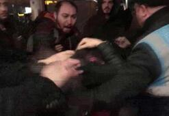 Kadını taciz ettiği iddia edilen kişi yolcular tarafından dövüldü