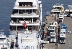 Dünyanın en büyüğü Lüks yata Fethiyede 230 bin litre yakıt ikmali