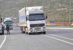 BM'den İdlib'e 53 TIR insani yardım