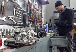 Motor ustası araç parçalarından heykel yaptı