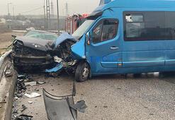 Son dakika İstanbulda minibüs ve otomobil çarpıştı