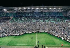 St. Etienne finale kalınca taraftar coşkusunu sahada kutladı